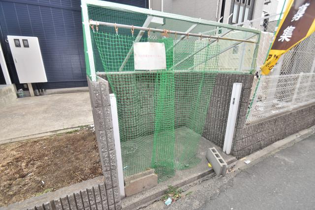 シティーコア高井田Ⅰ 敷地内に有り、時間を気にせず出せるごみ置き場。