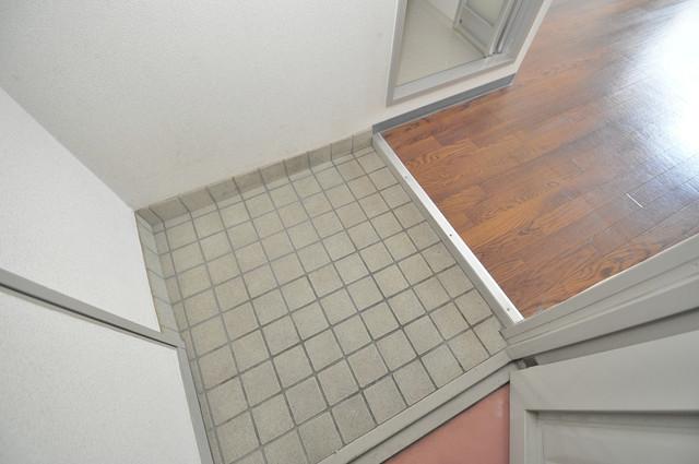 ロイヤルシード小阪 ズドーンと伸びる廊下ですっきりしています。