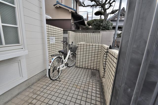 衣摺NAKAKI あなたの大事な自転車も安心してとめることができますね。