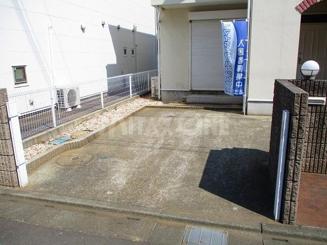 フェアリーガーデン駐車場