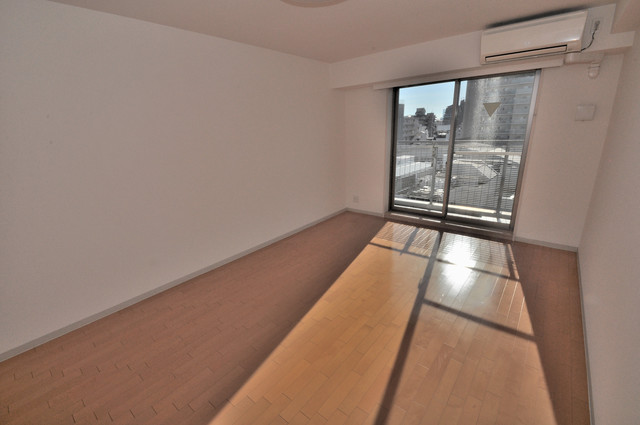 八戸ノ里HIROビル 朝には心地よい光が差し込む、このお部屋でお休みください。