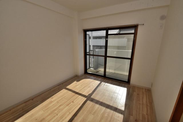 ファミール上小阪 朝には心地よい光が差し込む、このお部屋でお休みください。