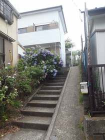 鶴ヶ峰駅 バス10分「市沢町」徒歩1分エントランス