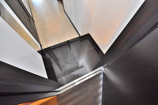 プレシオ小阪 ズドーンと伸びる廊下ですっきりしています。