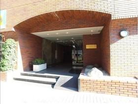 新宿駅 徒歩14分エントランス