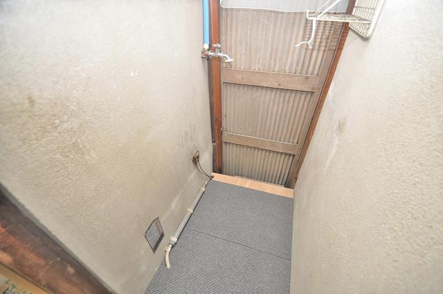 宝持4丁目貸家 洗濯機置場が室内にあると本当に助かりますよね。
