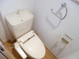 トイレは暖房・洗浄便座です