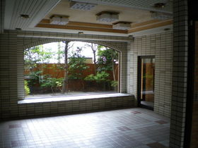 https://image.rentersnet.jp/291bf081-d3fd-43a4-8269-b5cc83cce105_property_picture_1992_large.jpg_cap_エントランス