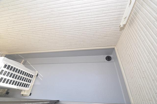 AXIA(アクシア) 心地よい風が吹くバルコニー。洗濯機はここに置いてくださいね。