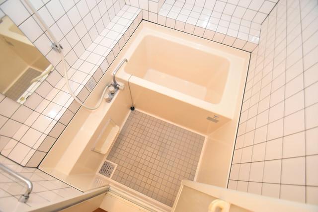 ファーストアベニール 単身さんにちょうどいいサイズのバスルーム。