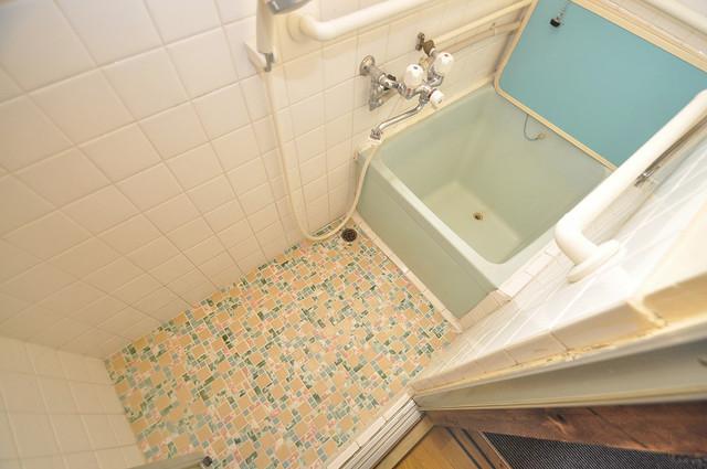 宝持4丁目貸家 機能的なバスルームはトイレと別々なので、広々としていますよ。