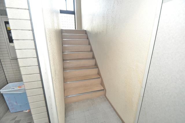 スリーゼ菱屋西 この階段を登った先にあなたの新生活が待っていますよ。