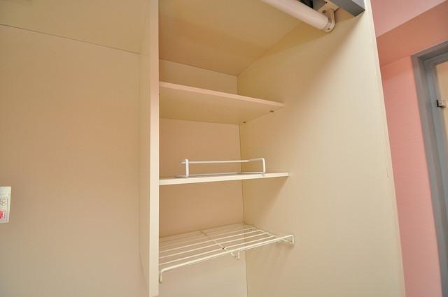 サニーハイム小若江 キッチン棚も付いていて食器収納も困りませんね。