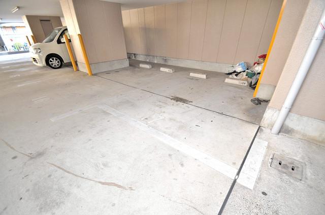 ディグナーデ 屋根付き駐車場は大切な愛車を雨風から守ってくれます。