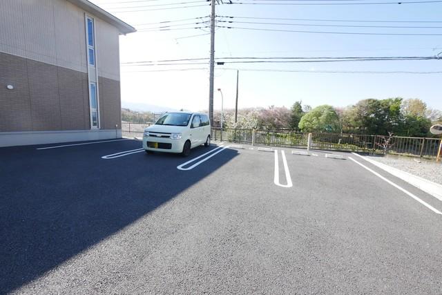 フォレスト葉山駐車場