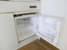 ミニ冷蔵庫付いてます。