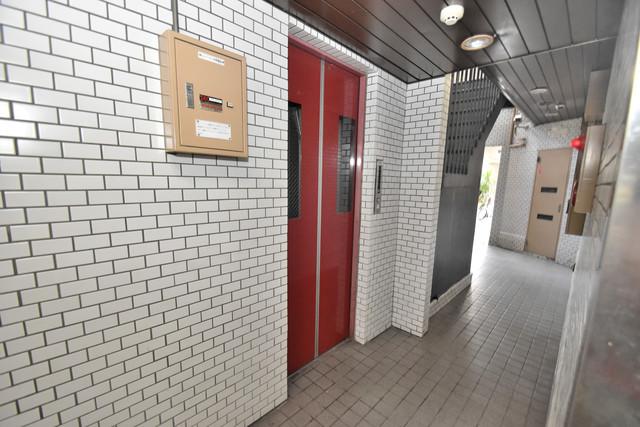 ロイヤルハイツ深江南 嬉しい事にエレベーターがあります。重い荷物を持っていても安心