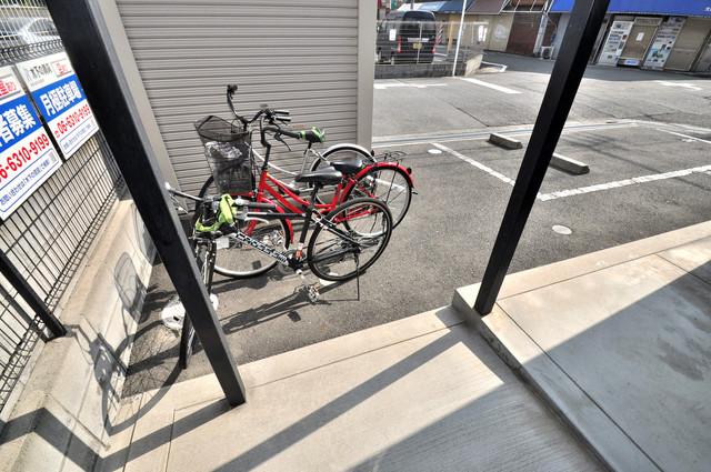 ウェール 敷地内には専用の駐輪スペースもあります。