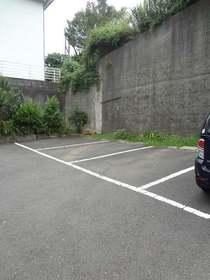 メゾン田中駐車場