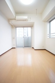 https://image.rentersnet.jp/2acce063-bb8a-4213-a872-2b4764c4c941_property_picture_961_large.jpg_cap_照明付きの洋室