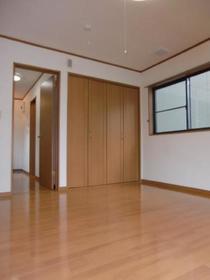 https://image.rentersnet.jp/2ad408a3-7a72-427a-8fb5-39f6551a4c93_property_picture_2419_large.jpg_cap_居室