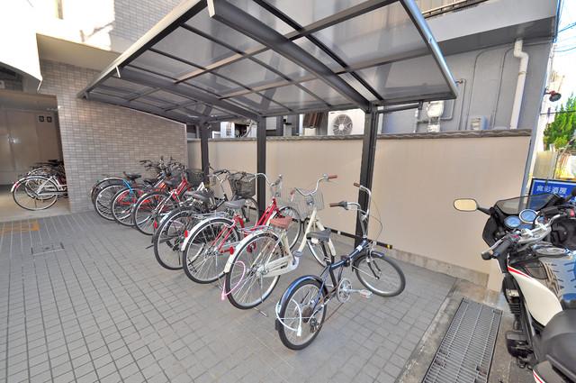 サンピリア小阪 敷地内には専用の駐輪スペースもあります。
