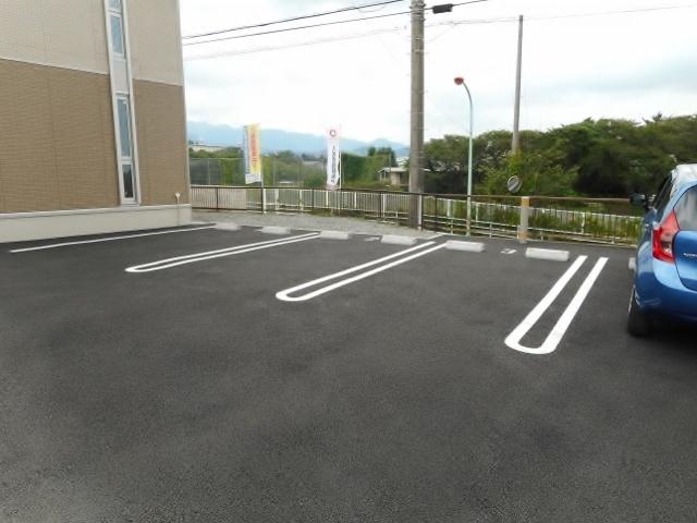 本厚木駅 バス11分「王子入口」徒歩1分駐車場