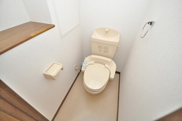 プリムローズHY1 広いトイレはウォシュレット完備で、収納も充実しています。