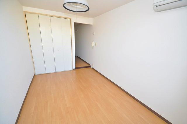 コンドミニアム太平寺 陽当りの良いベッドルームは癒される心地良い空間です。