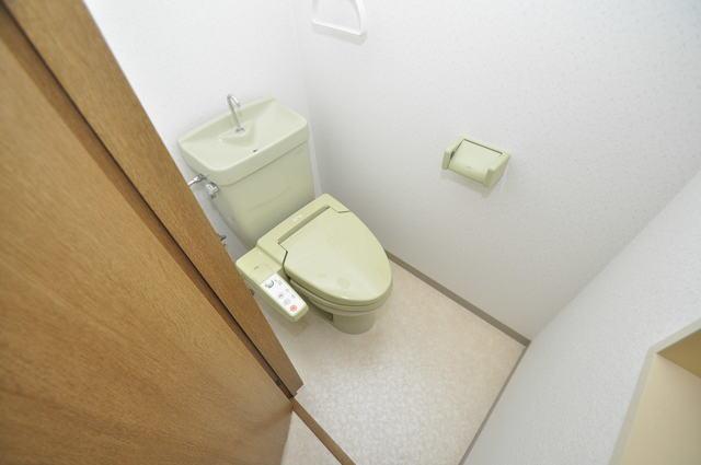 カーサ山野 清潔感のある爽やかなトイレ。誰もがリラックスできる空間です。