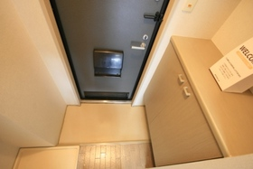 https://image.rentersnet.jp/2bca3c94-e463-4887-bbca-eabda4e1e894_property_picture_9494_large.jpg_cap_玄関の写真です