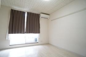 https://image.rentersnet.jp/2bcb6ddc-e5f9-4404-8712-b98f2bf16491_property_picture_956_large.jpg_cap_居室