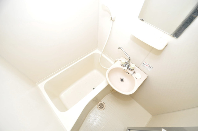 フォレスト今里 ちょうどいいサイズのお風呂です。お掃除も楽にできますよ。