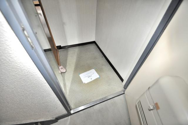 CTビュー八戸ノ里 素敵な玄関は毎朝あなたを元気に送りだしてくれますよ。