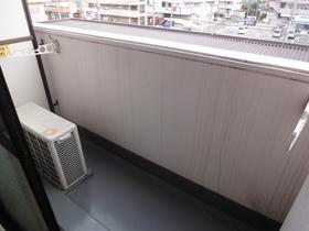 https://image.rentersnet.jp/2c204a41-a3b8-4dd2-b59c-9659c90b7a3b_property_picture_2418_large.jpg_cap_バルコニー付!