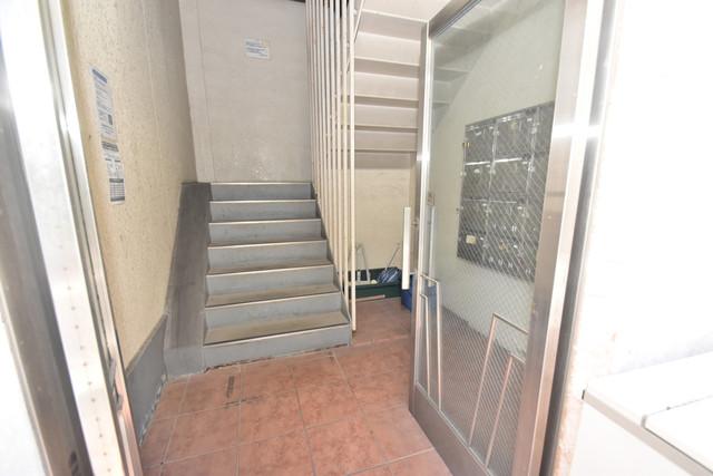 タナックマンション 玄関まで伸びる廊下がきれいに片づけられています。
