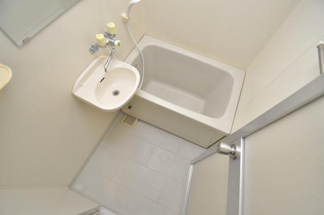 エスポワールⅡ 単身さんにちょうどいいサイズのバスルーム。