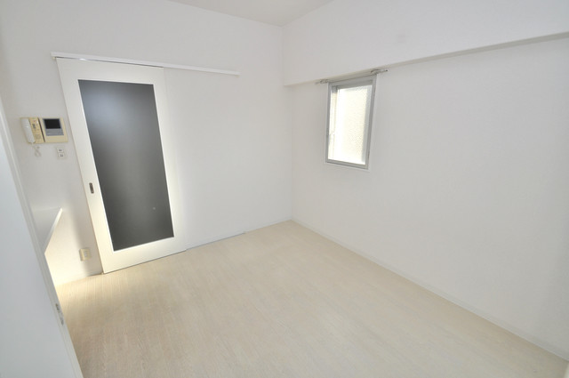 LA CASA 新深江 朝には心地よい光が差し込む、このお部屋でお休みください。