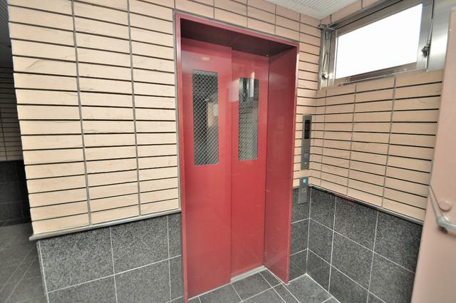 グランシャトレー DAIWA 嬉しい事にエレベーターがあります。重い荷物を持っていても安心