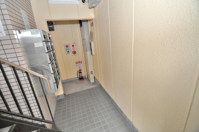 スターハイツ 玄関まで伸びる廊下がきれいに片づけられています。