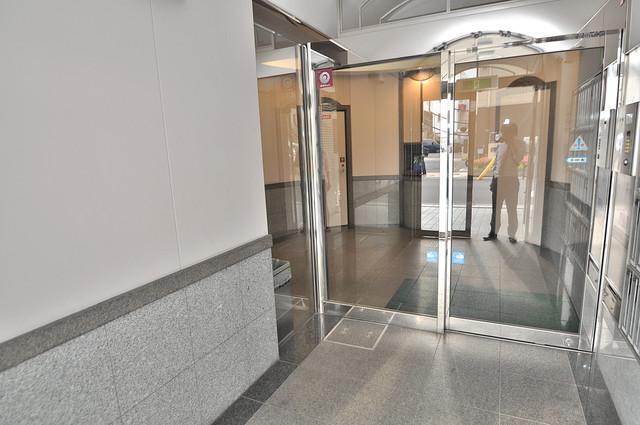 ロイヤルアーク八戸ノ里 オシャレなエントランスは安心のオートロック完備です。