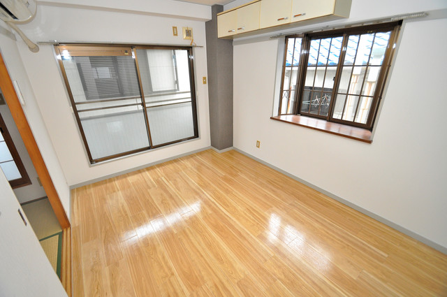 サンライフ若江東 明るいお部屋はゆったりとしていて、心地よい空間です