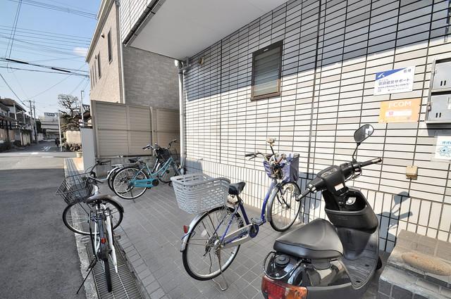 アセンティア久宝寺 こちらにみなさん「自転車を置いています。
