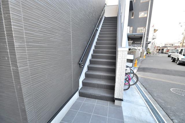 K' ヴィラ(ケーズ ヴィラ) この階段を登った先にあなたの新生活が待っていますよ。