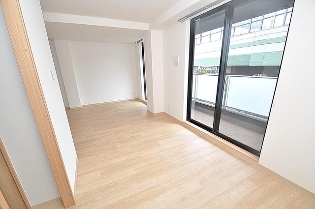 K.Bld 贅沢な広さのリビングはゆったりくつろげる空間です。