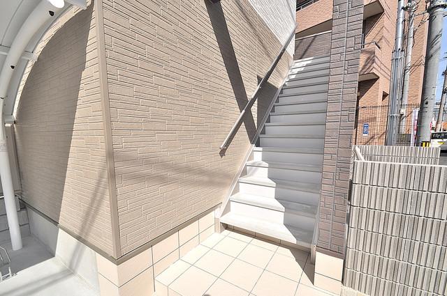 メゾンサンヴァレー この階段を登った先にあなたの新生活が待っていますよ。