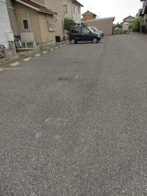 https://image.rentersnet.jp/2dde8aa5ea333ab1329f90b7d8c45a29_property_picture_2419_large.jpg_cap_駐車場
