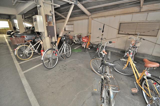 中村マンション 駐輪場が敷地内にあります。愛車を安心して置いておけますね。