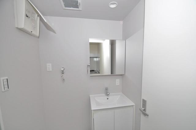 フォレストコート東今里 独立した洗面所には洗濯機置場もあり、脱衣場も広めです。