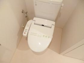 ウォシュレット付きの個室トイレ☆